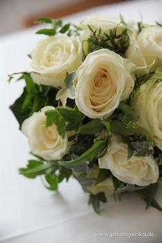 Brautstrauss mit Wald und Wiesenblumen in lila und grn