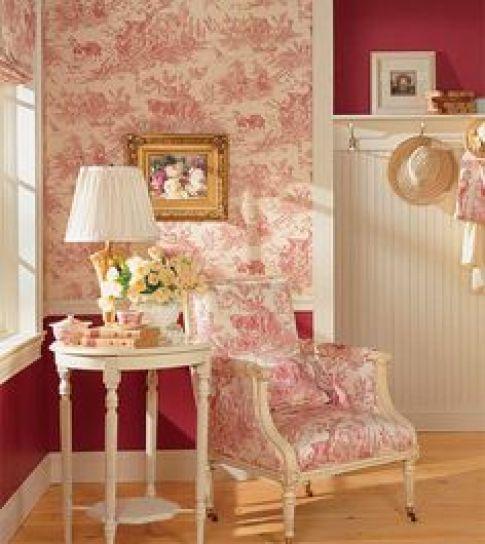Os tons suaves, as estampas e o ar romântico fazem deste cantinho da casa o lugar ideal para relaxar e viajar em sua leitura.