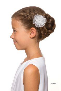 Diese Halboffene Kinderfrisur Besteht Aus Einem Dutt Hair And