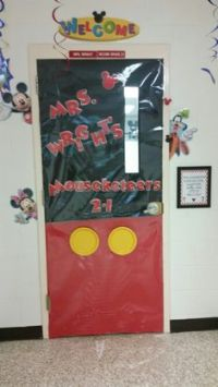 Mickey Helping Hands Classroom Decoration por ...