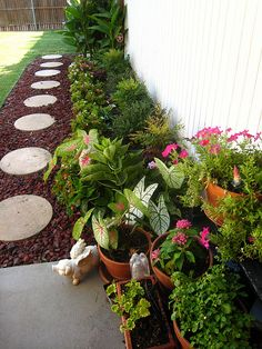 10 Cheap But Creative Ideas For Your Garden 4 Side Yards House