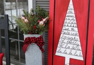 22 Classic Country Ideas For Outdoor Christmas Decorations