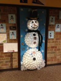 1000+ images about christmas door decorating on Pinterest ...