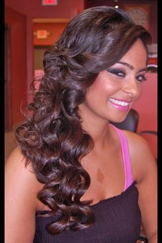 Half Up Half Down Hairstyle Curls To The Side Hairstyle