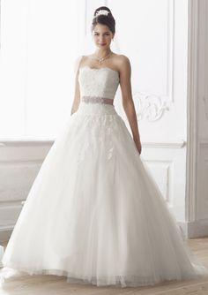 Pin Von Oksana Ivanova Auf Weddings Brides Etc Pinterest