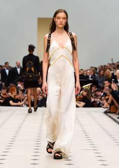1000 Images About Burberry Womenswear Shows On Pinterest
