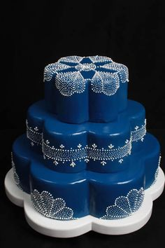 Cakes with piping on Pinterest  Wedding cakes Henna Cake