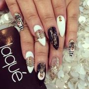 white and gold nails almond shaped