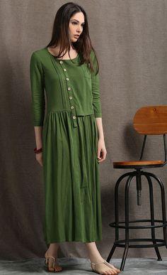cette robe en lin verte mousse est une belle base dete qui peut etre