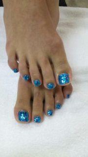 mermaid toes. love color
