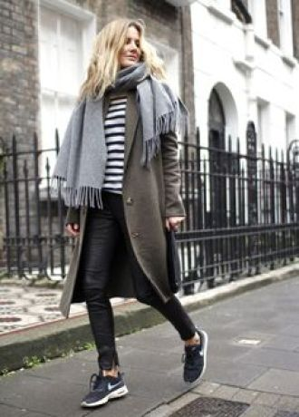 Cute winter weekend outfit, striped top with skinny jeans or leggings. | Striped top | Leggings | Gym gear | Casual | Outfit | Look | Style | Fashion | Workout wear | Sneakers | Runners | Black and White | Monochrome | Athleisure | Winter |