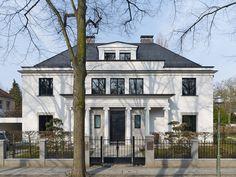 Villa J in Berlin Dahlem by Kahlfeldt Architekten