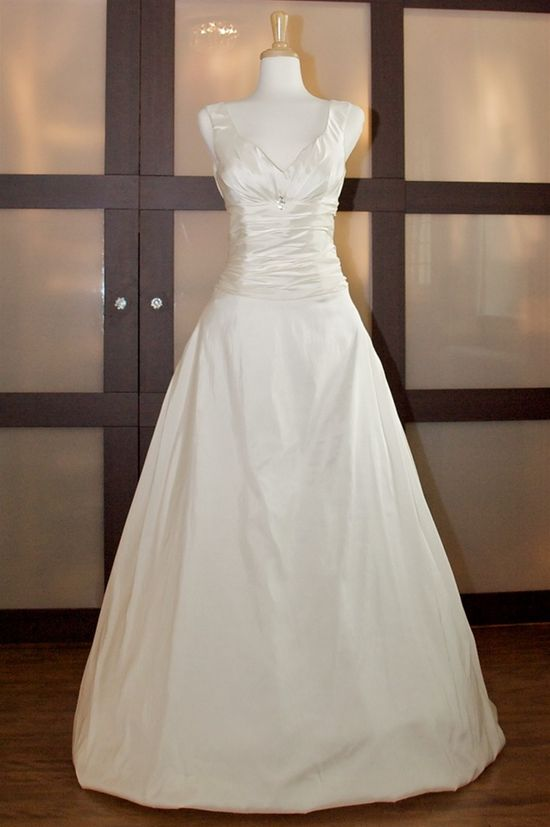 Simple A-line V-neck gown for bride