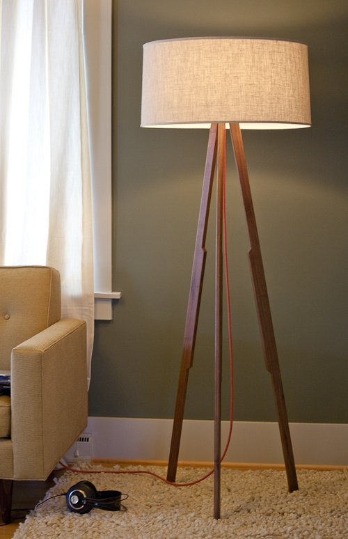 I really like this wall color. What do you guys think? I also love the lamp!