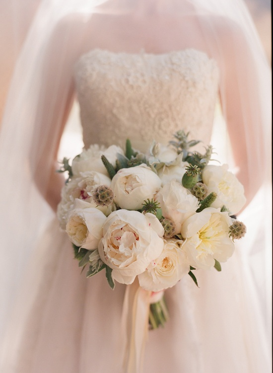 white wedding bouquet // gorgeous and classic