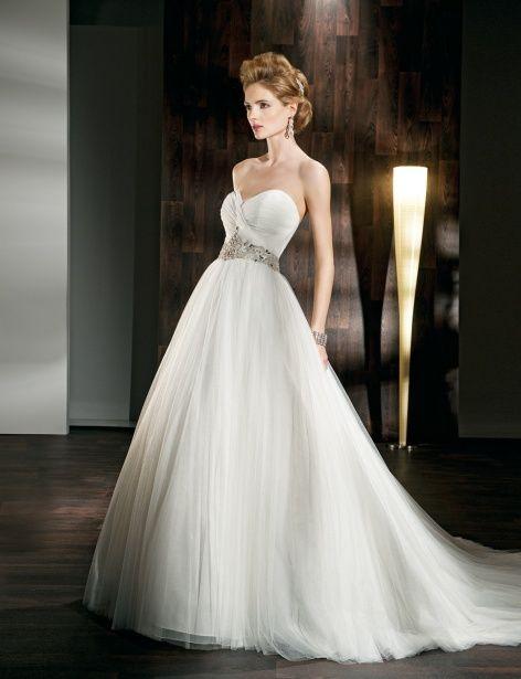 Pretty A-line empire waist tulle wedding dress… beautiful <3