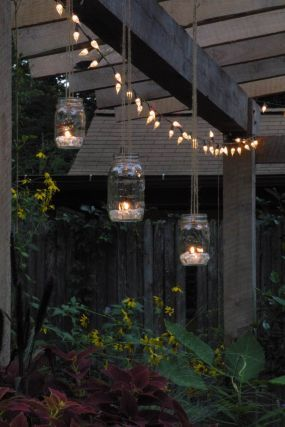 Create inexpensive, home-made garden lanterns with some twine, a few Mason or Ba