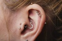 Double tragus, Industrial bars and Tragus on Pinterest