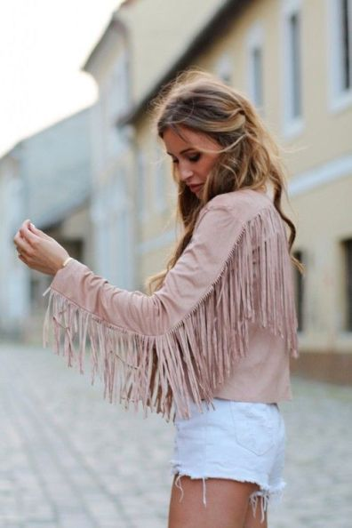 Fringe pieces are the perfect tips to add some edginess to your outfits!