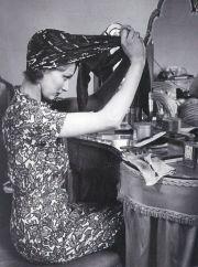 tying scarf 1940s head wrap
