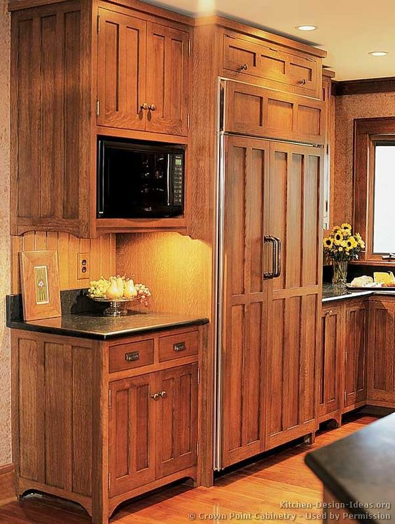 Traditional Medium Wood Brown Kitchen Cabinets 03