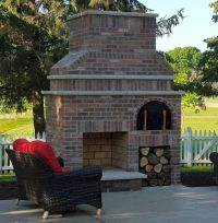 A beautiful Outdoor Fireplace and Wood-Fired Brick Pizza ...