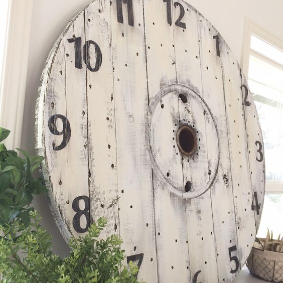 Little Farmstead: DIY Wood Spool Pallet Clock: