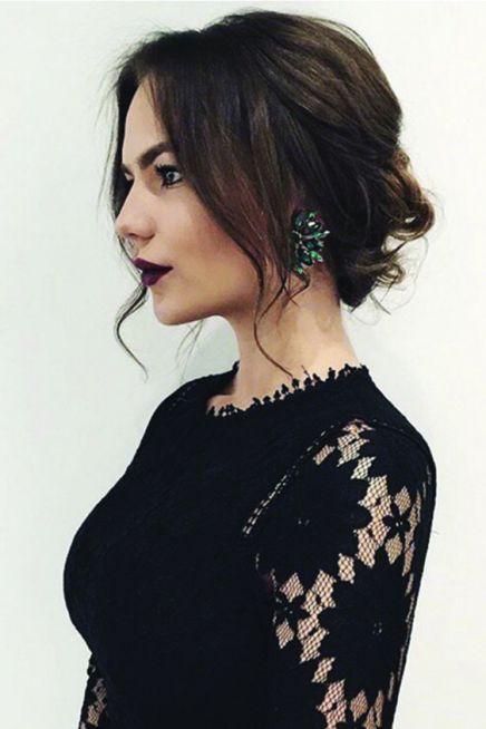 Luce tu vestido Closé con un peinado elegante y moderno. Más: