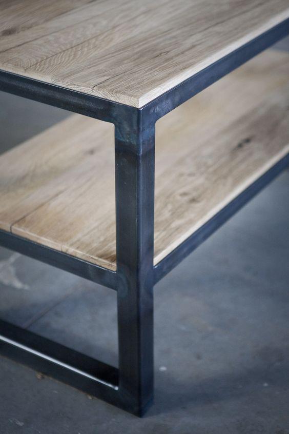 salontafel van oude eiken wagondelen en ijzer meubels op