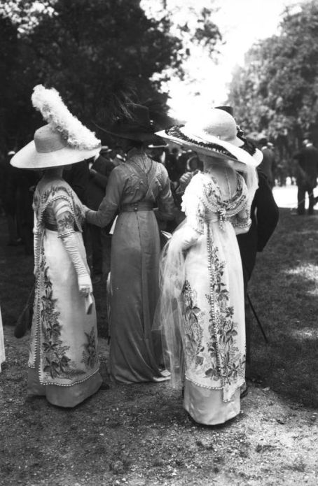 Fashions embroidered with flowers at Auteuil, 1911, via Bibliothèque Nationale de France.: