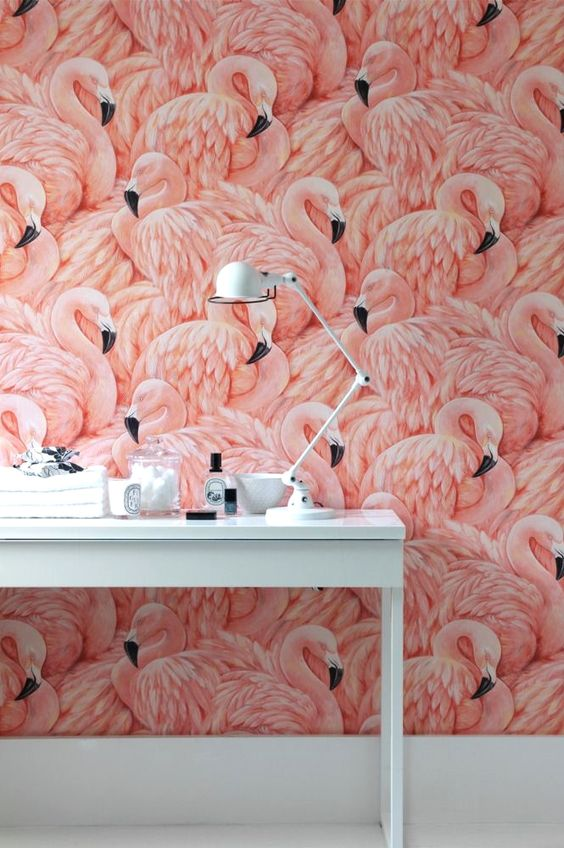 This flamingo wallpaper feels both retro and fresh at the same time. The texture of the feathers adds an unexpected depth to this wallpaper look.: