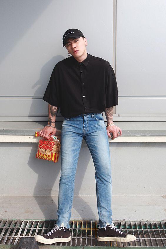 オーバーサイズの半袖シャツをカットオフデニムにタックインした80年代アメカジ