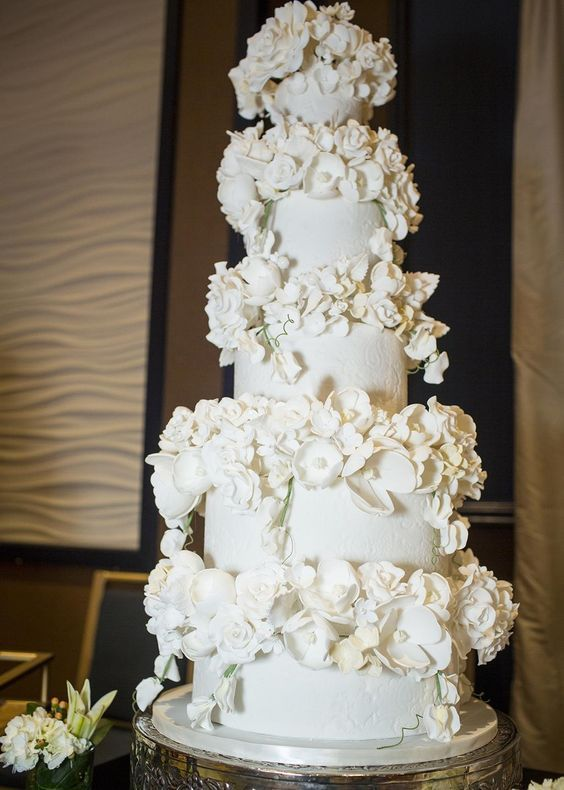 wedding cake with chic and elegant: