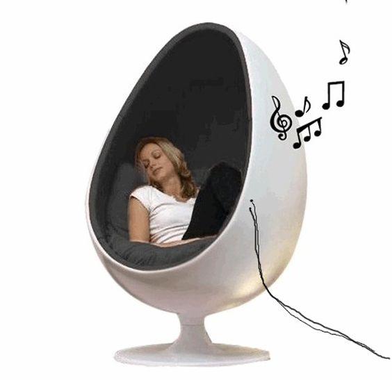 Eggchairs inclusief speakersEggchairmusicspeakerchair