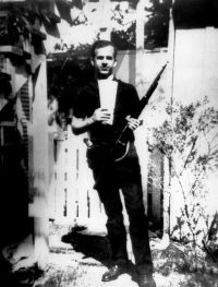 The Famous Backyard Photo Of Lee Harvey Oswald Which Many ...