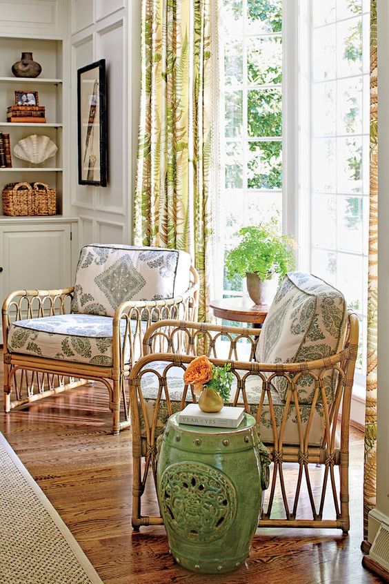 This beautiful Georgian house belongs to designer Sarah Bartholomew that she shares with her husband and their four young children. Dec...