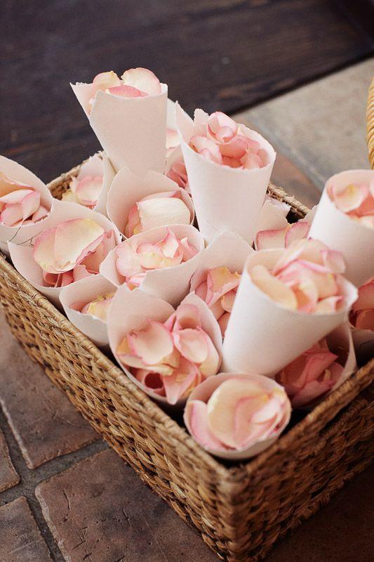 flowers for the ceremony blumen zum werfen fr die trauung hochzeit wedding rosenbltter