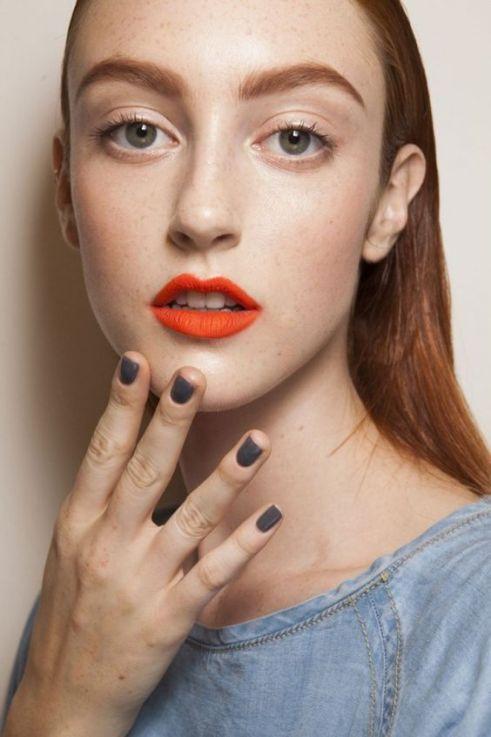 Resultado de imagen de maquillaje labios de color gris
