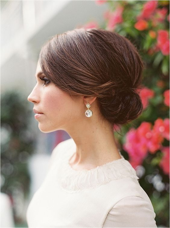 Love this sleek wedding hairstyle  Creative Wedding