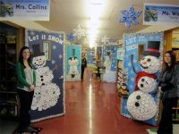 ideas to decorate school hallway for christmas ...