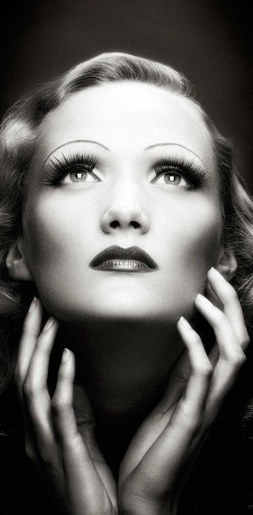 Marlene Dietrich, atriz e cantora alemã.: