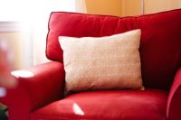 DIY - Turn fabric placemats into throw pillows. Easiest ...