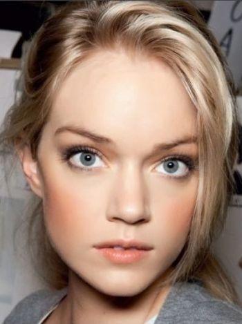 peachy. Very pretty neutral makeup.: