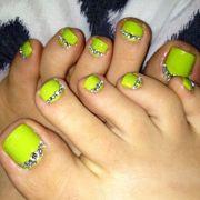 neon green toe's