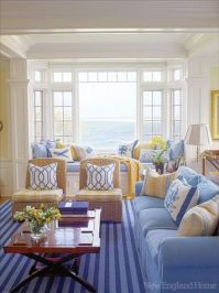 Beautiful light and bright living room, beach cottage ...