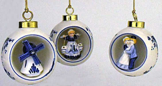 blue-and-white-delft-santa-ornaments-14.gif (821×437):