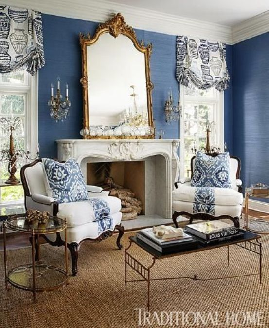 We love the navy blue grasscloth wallcovering in this living room: