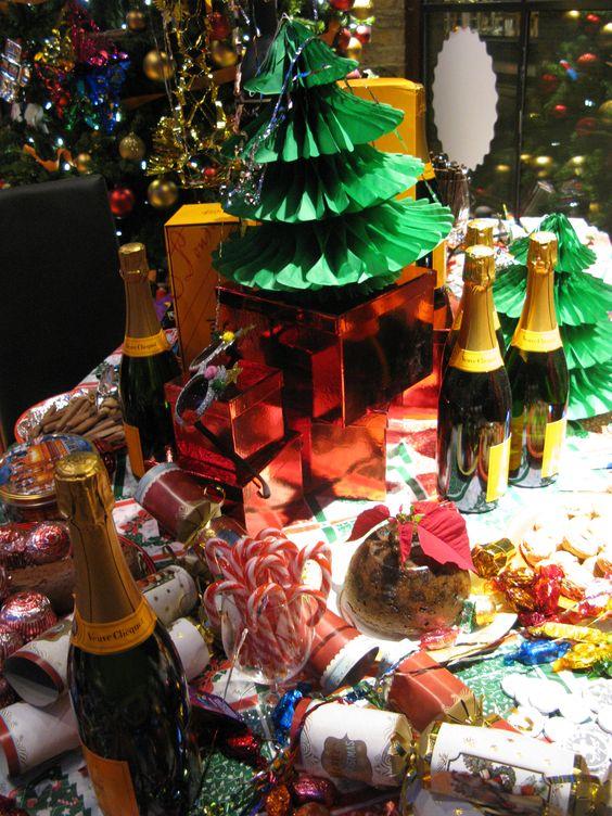 Christmas window display, Retro christmas and Christmas