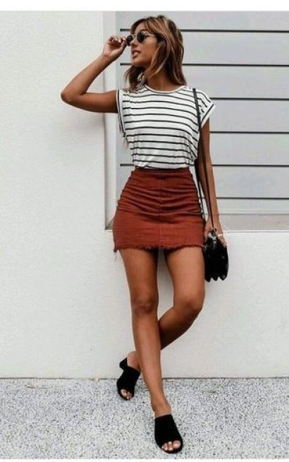 This mini skirt outfit is so cute!