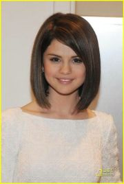 shoulder length haircut selena